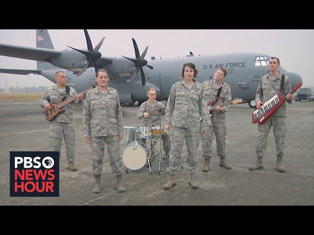 U.S. service members sing holiday cheer