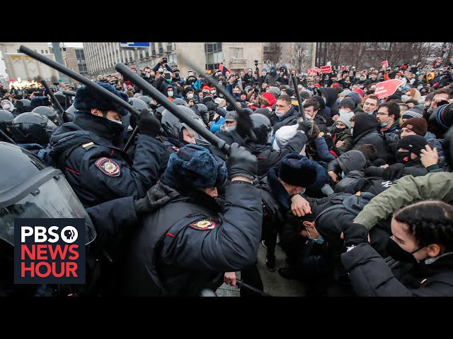 News Wrap: Putin condemns protests supporting jailed opposition leader